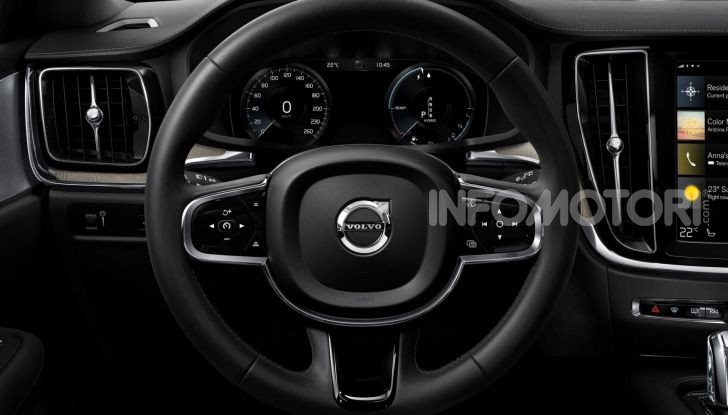 Volvo V60 Cross Country, familiare a ruote alte anche ibrida plug-in - Foto 6 di 12