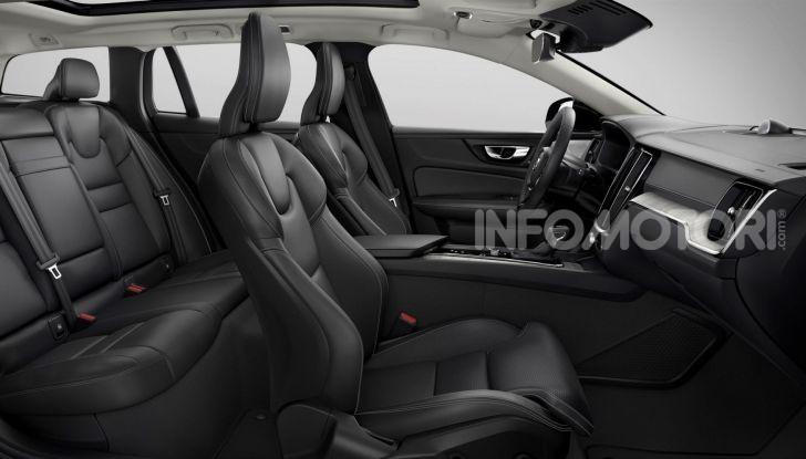 Volvo V60 Cross Country, familiare a ruote alte anche ibrida plug-in - Foto 8 di 12