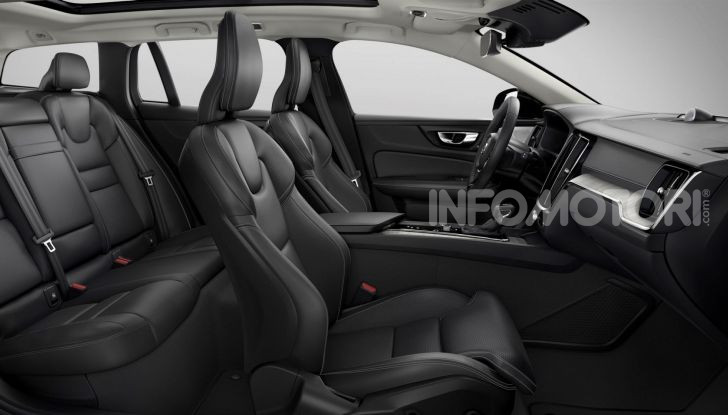 Volvo V60 Cross Country, familiare a ruote alte anche ibrida plug-in - Foto 8 di 12