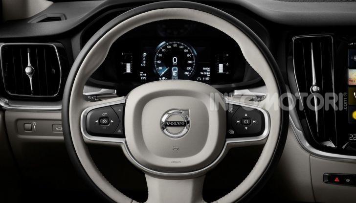 Volvo V60 Cross Country, familiare a ruote alte anche ibrida plug-in - Foto 9 di 12