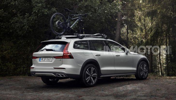 Volvo V60 Cross Country, familiare a ruote alte anche ibrida plug-in - Foto 4 di 12