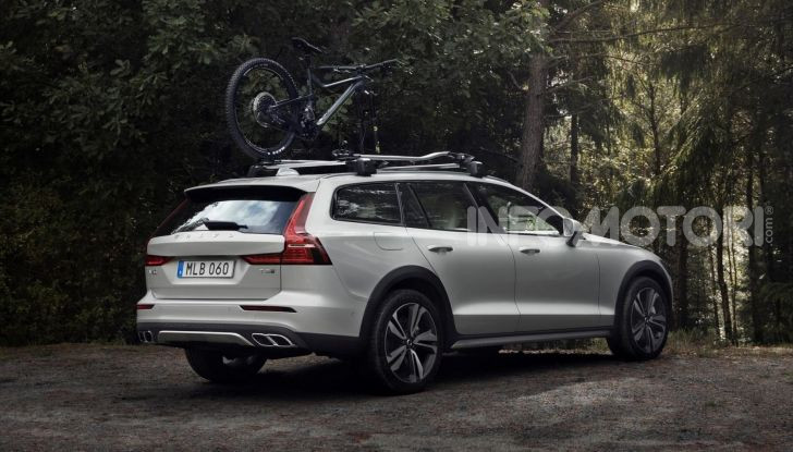 Volvo V60 Cross Country, familiare a ruote alte anche ibrida plug-in - Foto 4 di 12