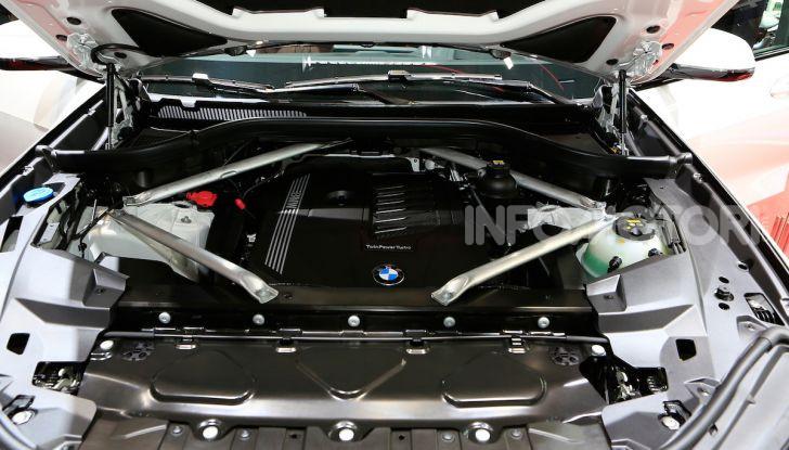 BMW X5, la quarta generazione debutta su strada - Foto 9 di 23
