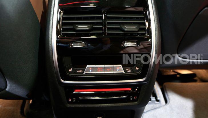 BMW X5, la quarta generazione debutta su strada - Foto 17 di 23