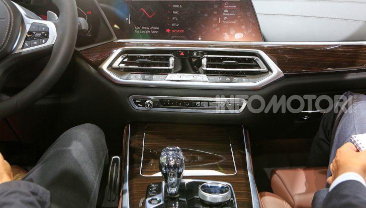 BMW X5, la quarta generazione debutta su strada - Foto 20 di 23