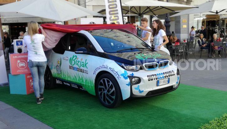 La prima auto da scuola guida elettrica è una BMW i3 - Foto 3 di 5
