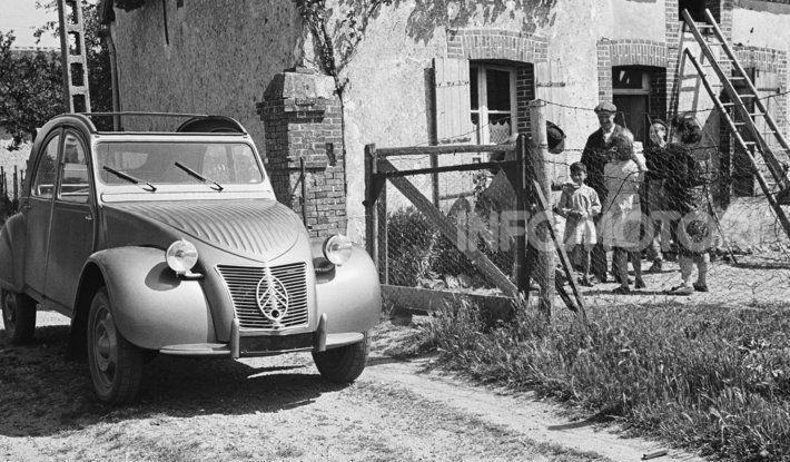 3 ottobre 1948: la presentazione della Citroën 2CV al Salone di Parigi - Foto 3 di 7