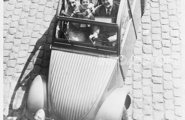 3 ottobre 1948: la presentazione della Citroën 2CV al Salone di Parigi - Foto 4 di 7