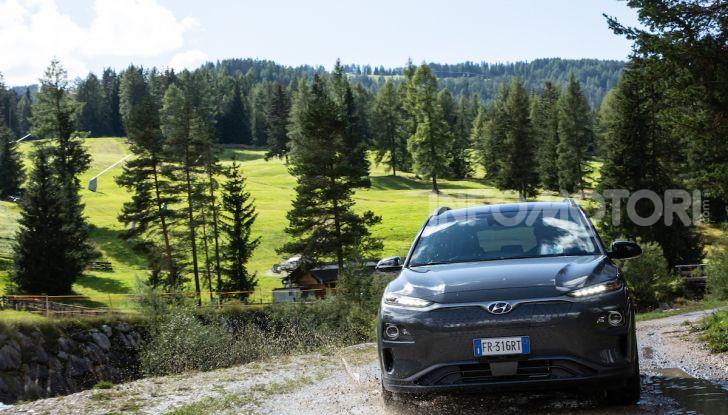 Hyundai Kona EV, test drive del SUV elettrico - Foto 14 di 18