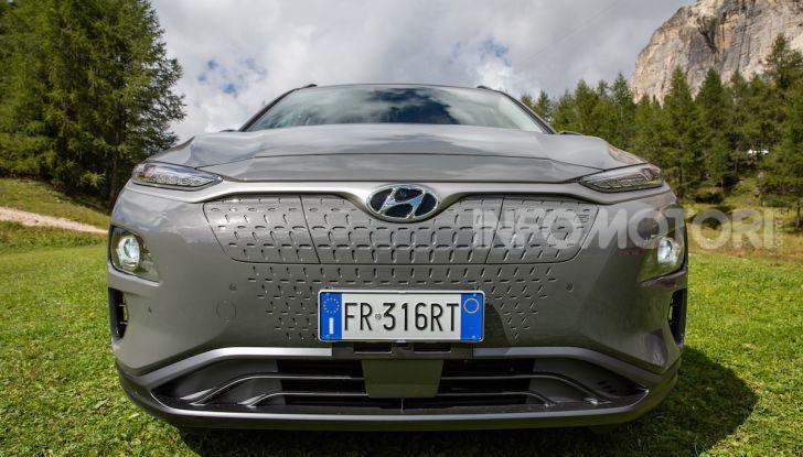 Hyundai Kona EV, test drive del SUV elettrico - Foto 12 di 18