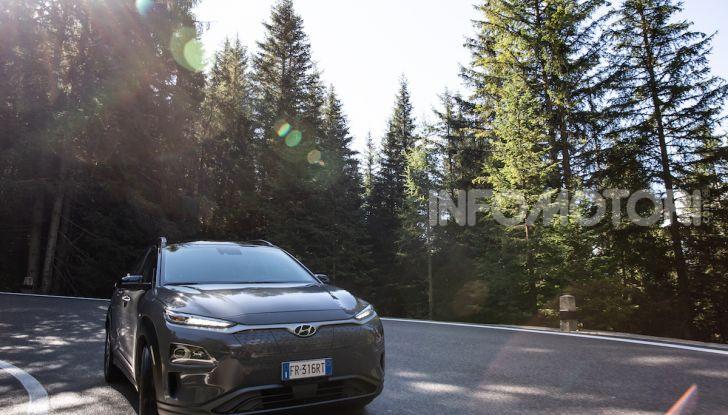 Hyundai Kona EV, test drive del SUV elettrico - Foto 15 di 18