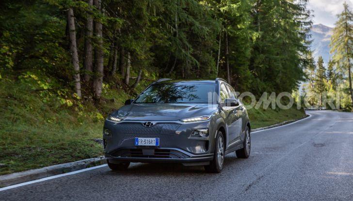 Hyundai Kona EV, test drive del SUV elettrico - Foto 1 di 18