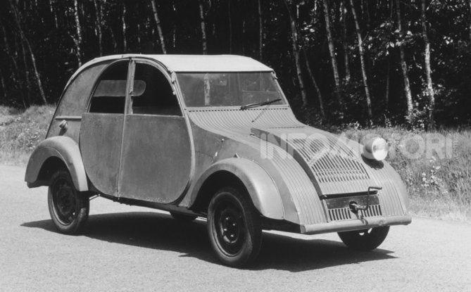 3 ottobre 1948: la presentazione della Citroën 2CV al Salone di Parigi - Foto 5 di 7