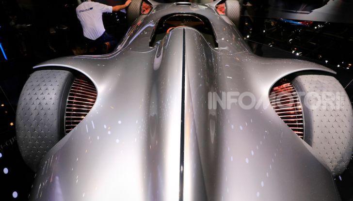 Mercedes Vision EQ Silver Arrow Concept - Foto 9 di 24