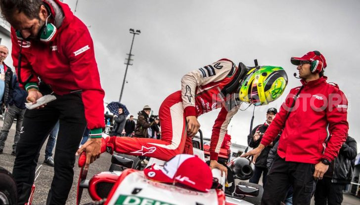 Mick Schumacher debutta in Formula 1 con la Ferrari SF90 - Foto 15 di 28