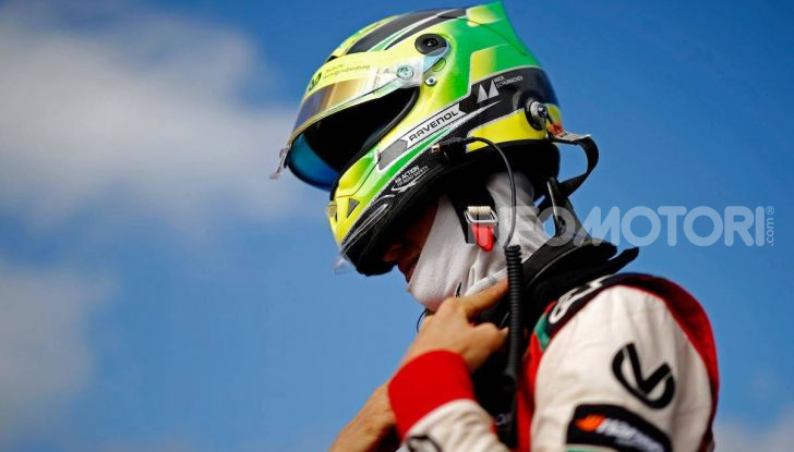 Mick Schumacher debutta in Formula 1 con la Ferrari SF90 - Foto 16 di 28
