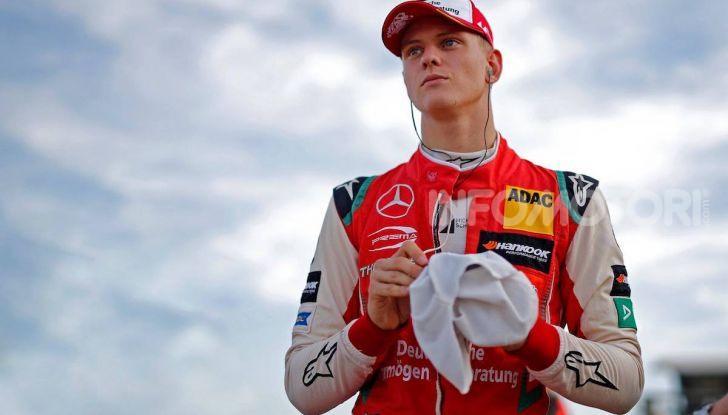 Mick Schumacher debutta in Formula 1 con la Ferrari SF90 - Foto 1 di 28