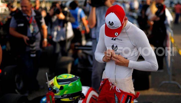 Mick Schumacher debutta in Formula 1 con la Ferrari SF90 - Foto 23 di 28