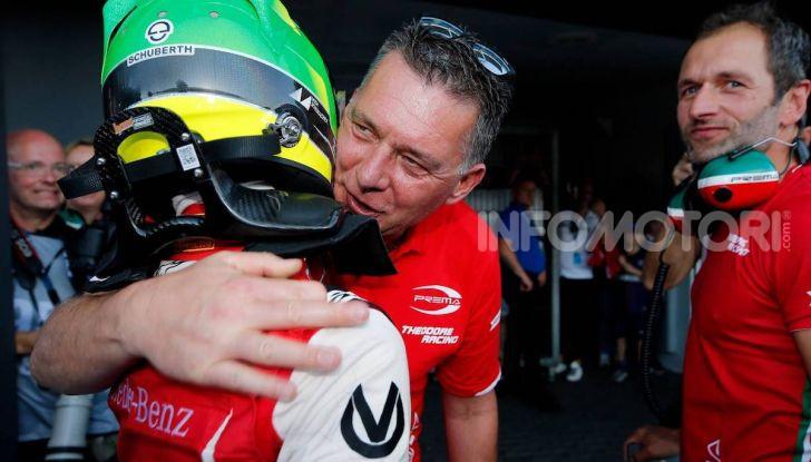 Mick Schumacher debutta in Formula 1 con la Ferrari SF90 - Foto 25 di 28