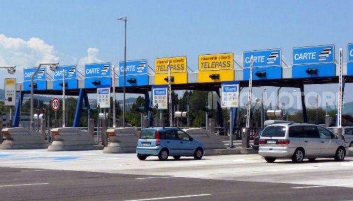 Elude il pedaggio autostradale per 167 volte: condannato a 4 mesi di reclusione - Foto 1 di 7