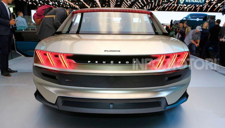 Peugeot e-Legend Concept, l'elettrica a guida autonoma del futuro - Foto 10 di 16