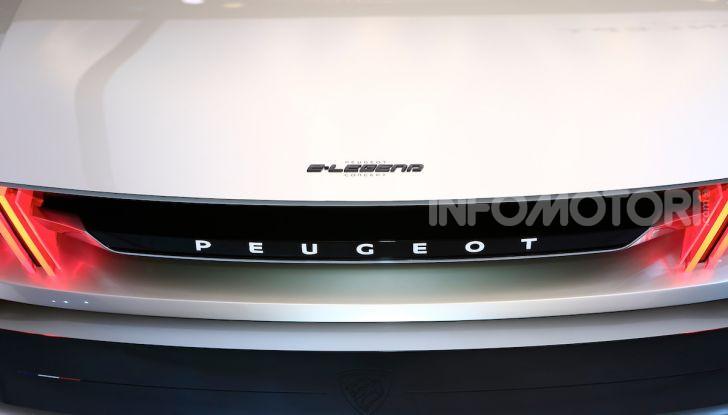 Peugeot e-Legend Concept, l'elettrica a guida autonoma del futuro - Foto 13 di 16