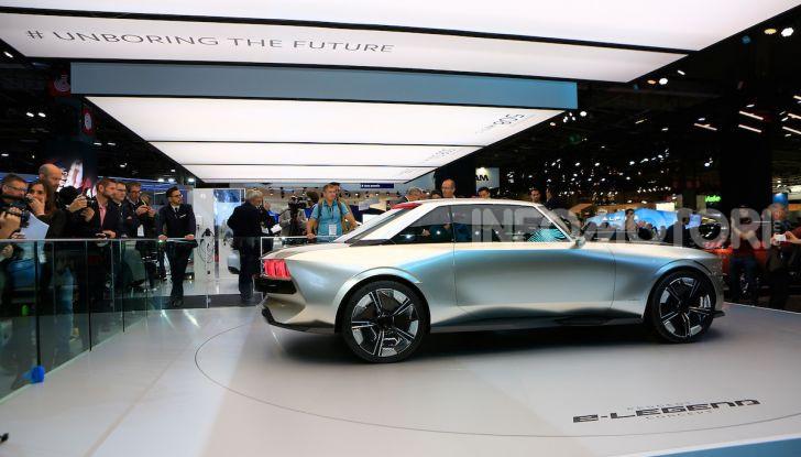 Peugeot e-Legend Concept, l'elettrica a guida autonoma del futuro - Foto 14 di 16