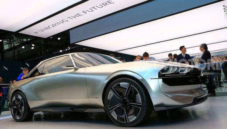Peugeot e-Legend Concept, l'elettrica a guida autonoma del futuro - Foto 16 di 16