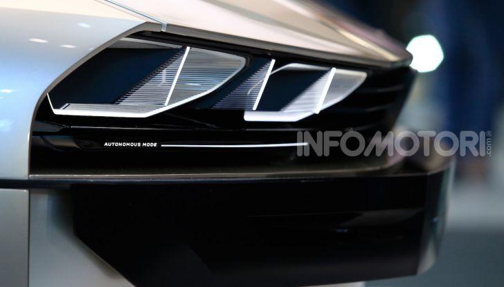 Peugeot e-Legend Concept, l'elettrica a guida autonoma del futuro - Foto 7 di 16
