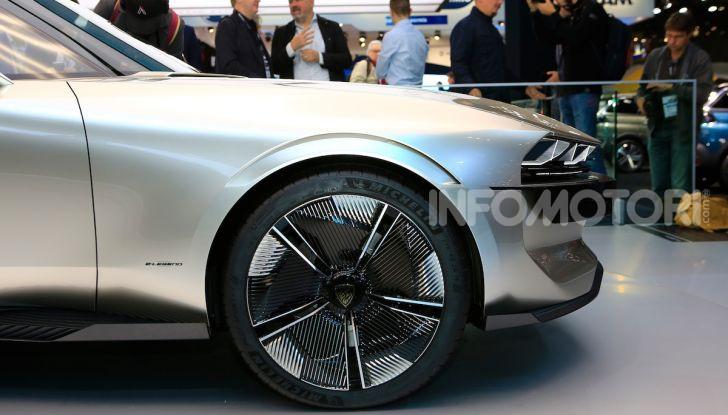 Peugeot e-Legend Concept, l'elettrica a guida autonoma del futuro - Foto 9 di 16