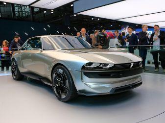 Peugeot e-Legend Concept, l'elettrica a guida autonoma del futuro