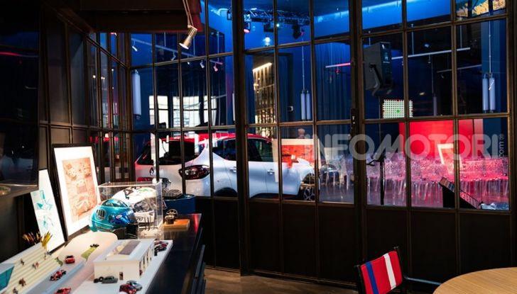 Renault Captur Tokyo Edition: l'auto che si compra sui social con Garage Italia - Foto 25 di 38
