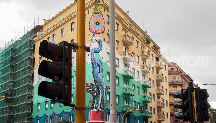 Roma, Il murales di Iena Cruz pulisce l'aria grazie a vernice AirLite - Foto 2 di 21