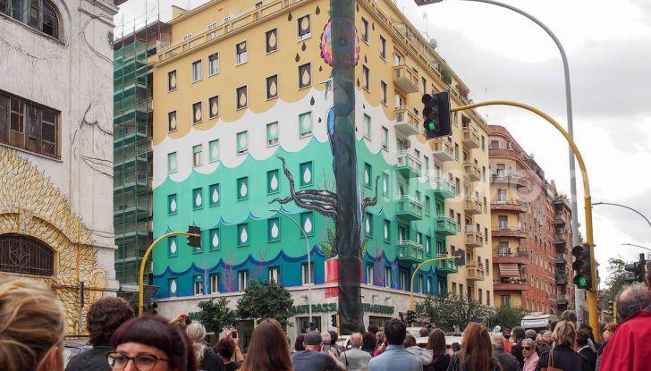 Roma, Il murales di Iena Cruz pulisce l'aria grazie a vernice AirLite - Foto 9 di 21