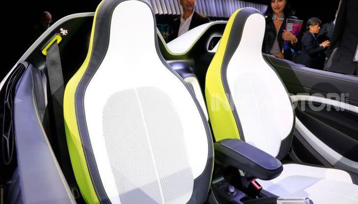 Smart forease, city car open air su base smart EQ fortwo cabrio - Foto 14 di 20