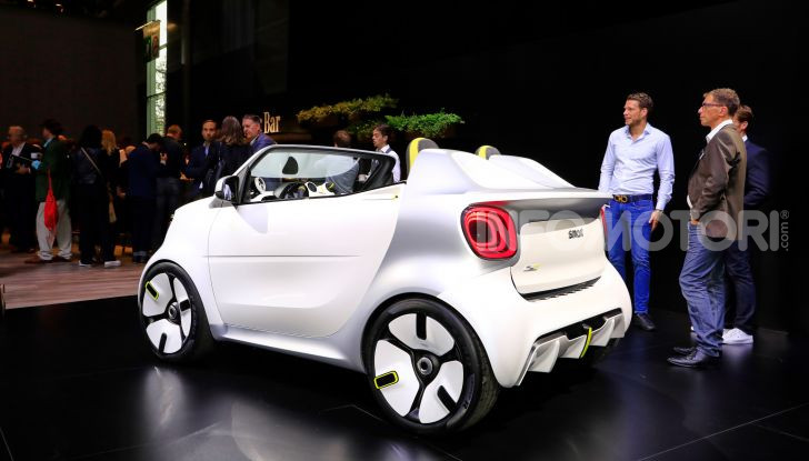 Smart forease, city car open air su base smart EQ fortwo cabrio - Foto 18 di 20