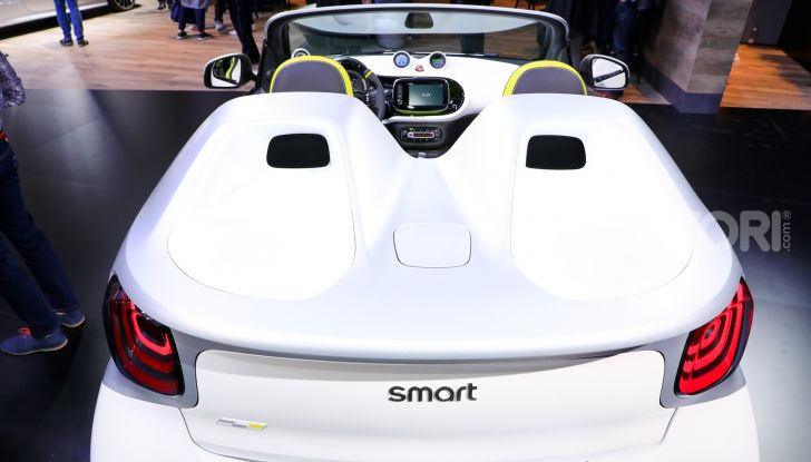 Smart forease, city car open air su base smart EQ fortwo cabrio - Foto 10 di 20