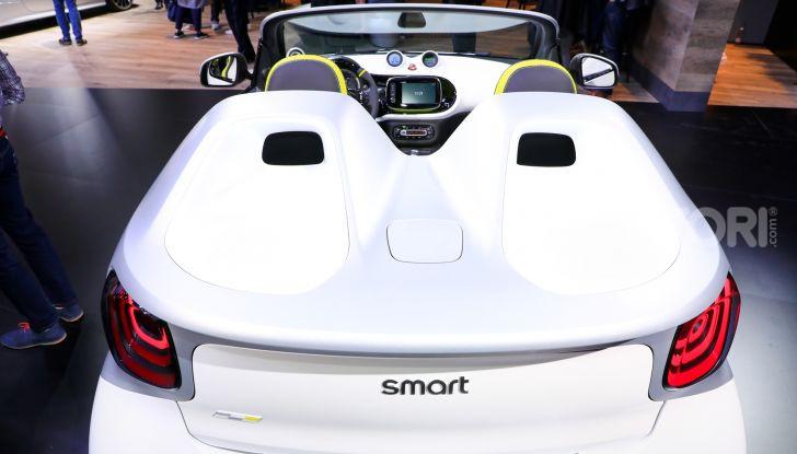 Smart forease, city car open air su base smart EQ fortwo cabrio - Foto 10 di 20