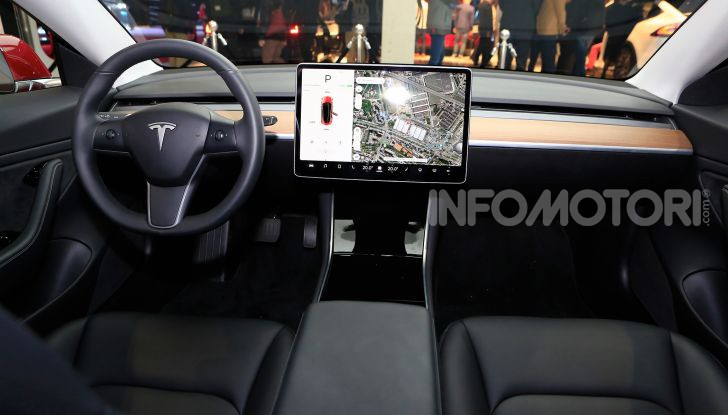 Tesla Model 3 é l'auto più venduta negli USA - Foto 18 di 26