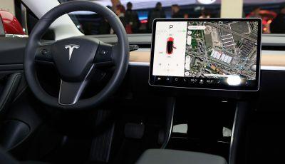 Tesla, aggiornato il software 9 e la app
