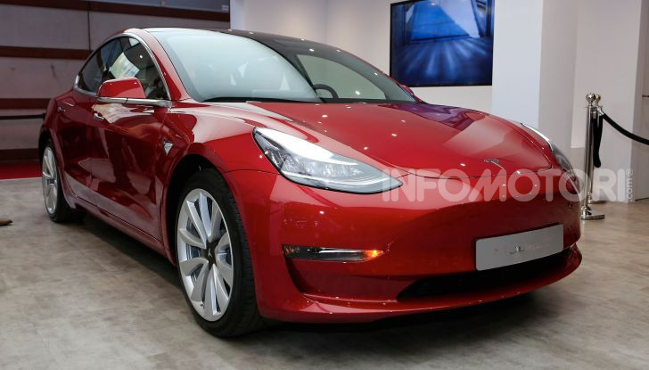 Tesla, aggiornato il software 9 e la app - Foto 8 di 26