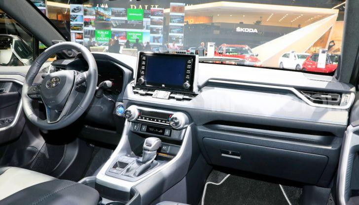Toyota RAV4 2018, il SUV nipponico fa ritorno al fuoristrada - Foto 15 di 16