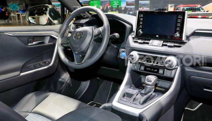 Toyota RAV4 2018, il SUV nipponico fa ritorno al fuoristrada - Foto 9 di 16