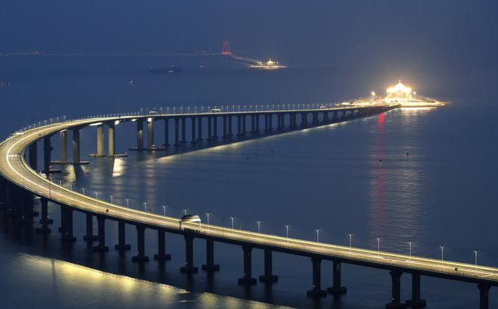 Inaugurato il ponte che collega Hong Kong a Macao: è lungo 55 km