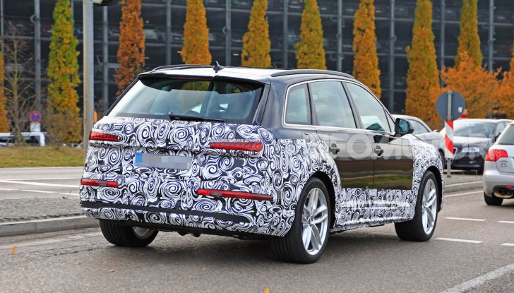 Audi Q7, primi test per la nuova generazione - Foto 20 di 28