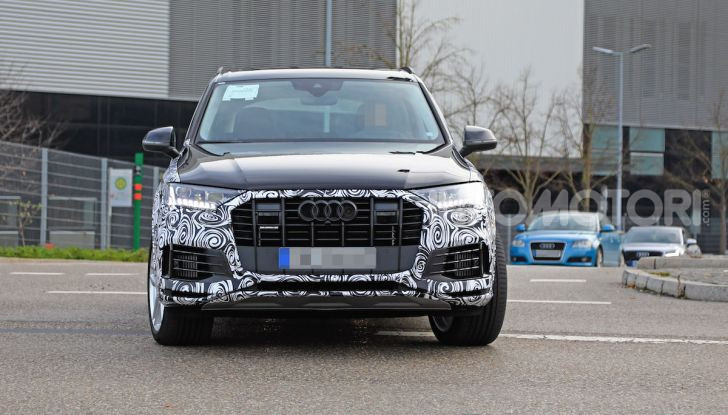 Audi Q7, primi test per la nuova generazione - Foto 16 di 28