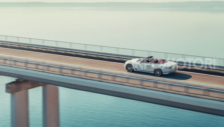 Bentley Continental GT Convertible 2019: lusso inglese allo scoperto - Foto 10 di 37