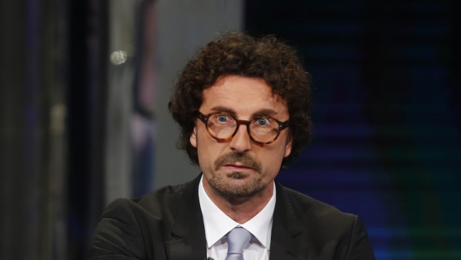 DL Sicurezza, Toninelli: italiani con targa estera, arriva confisca del mezzo