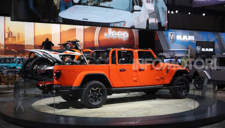 Jeep Gladiator, il primo pick-up di FCA presentato al Salone di Los Angeles - Foto 2 di 15