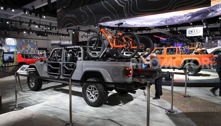 Jeep Gladiator, il primo pick-up di FCA presentato al Salone di Los Angeles - Foto 10 di 15
